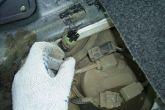 отключаем разъем от топливного насоса ВАЗ 2110