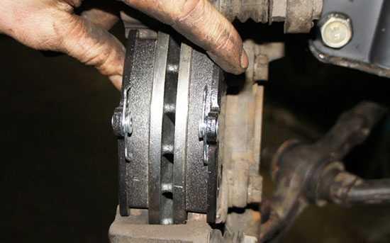 Замена передних тормозных колодок на рено дастер своими руками