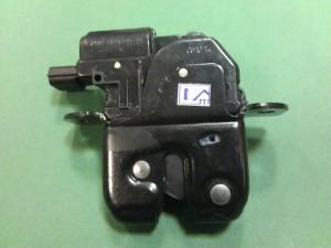 zamok jelektroprivodom kryshki bagazhnika lada granta 3 300x225 - Установить электропривод крышки багажника