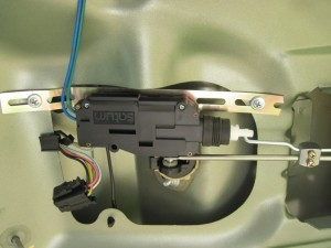 zamok jelektroprivodom kryshki bagazhnika lada granta 4 300x225 - Установить электропривод крышки багажника